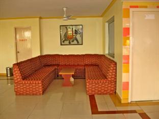 Hotel Deluxe Plaza Agra - Lobby
